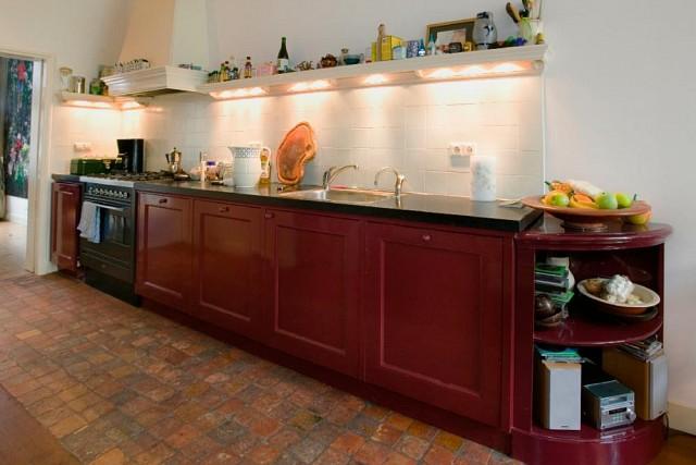 keuken met bordenlijst